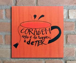 quadro madeira pinus coragem tomar café